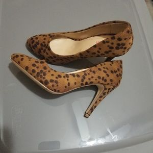 Womens cheetah heels
